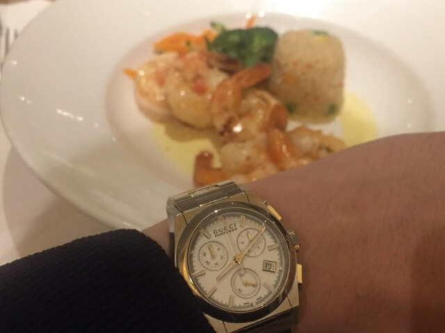 腕時計とディナー